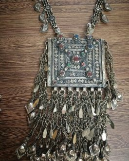 Heavy Large Pendant Necklace With Metal Leaf